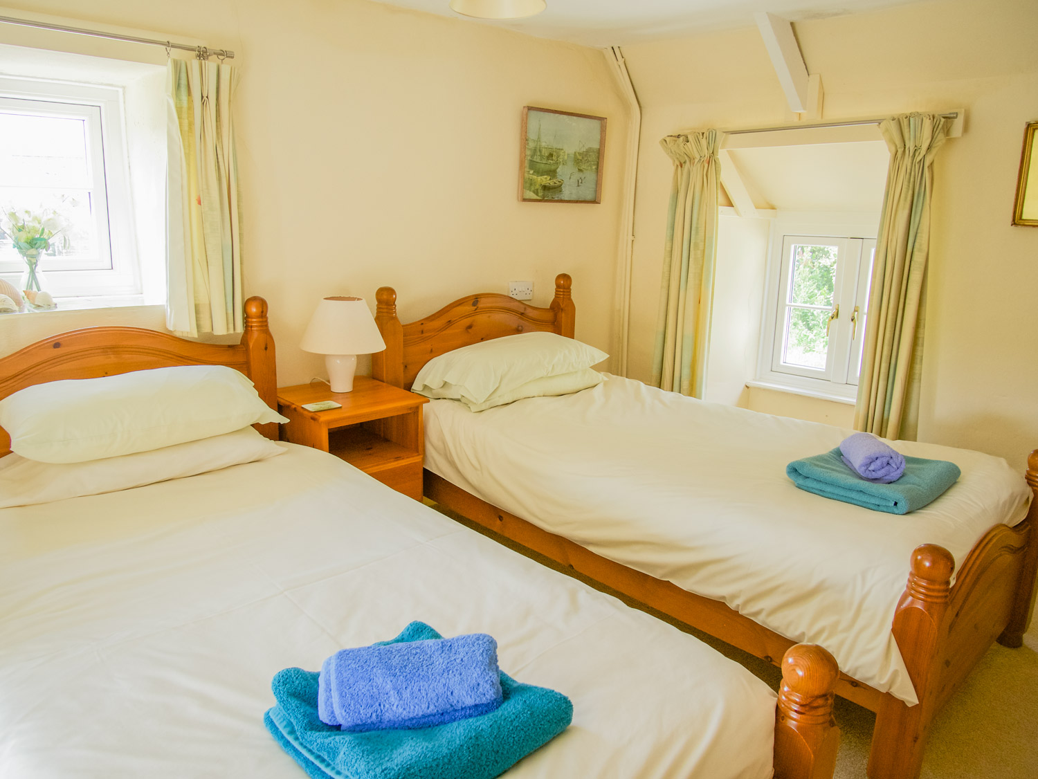 Pixies Cottage Downstairs Twin Bedroom