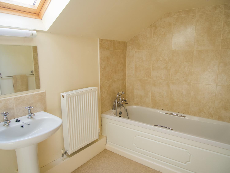 Pixies Cottage Family Bathroom