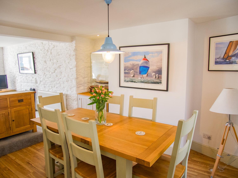 Sunbeam Cottage Dining Area