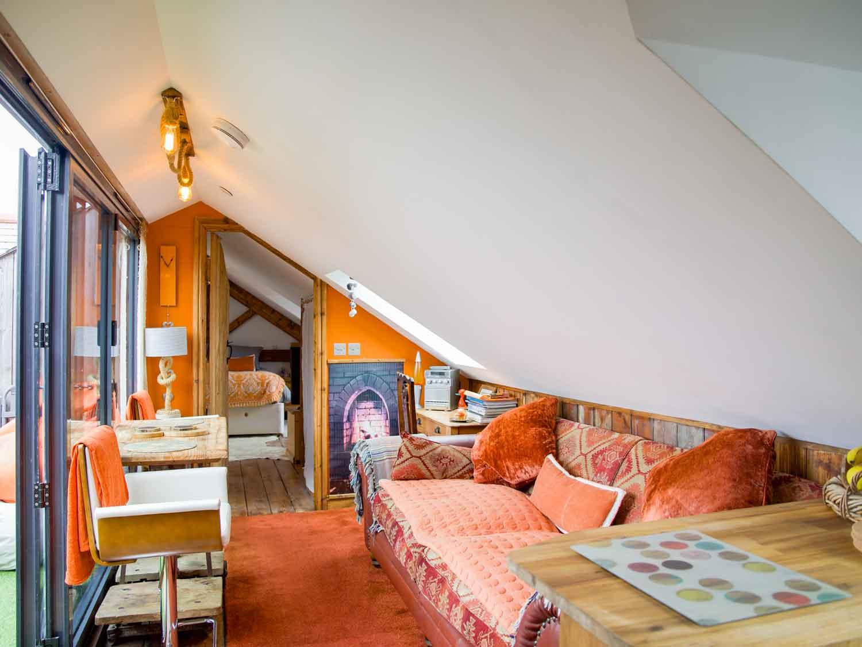 Zawn Haven Sundeck Suite Living Area